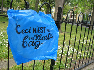 Positive Graffiti with Dave the Chimp - ceci n'est pas une plastic bag